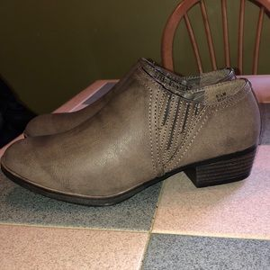 Falls creek ankle boots brown size 8.5